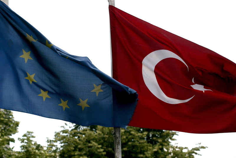 epa00858031 (FILES) In this file picture dated 04 October 2005, a Turkish flag and an EU flag are seen at Ottoman Era in Istanbul. The European Commission's report on Turkey's progress towards European Union membership is due out on Wednesday 08 November 2006.  EPA/TOLGA BOZOGLU